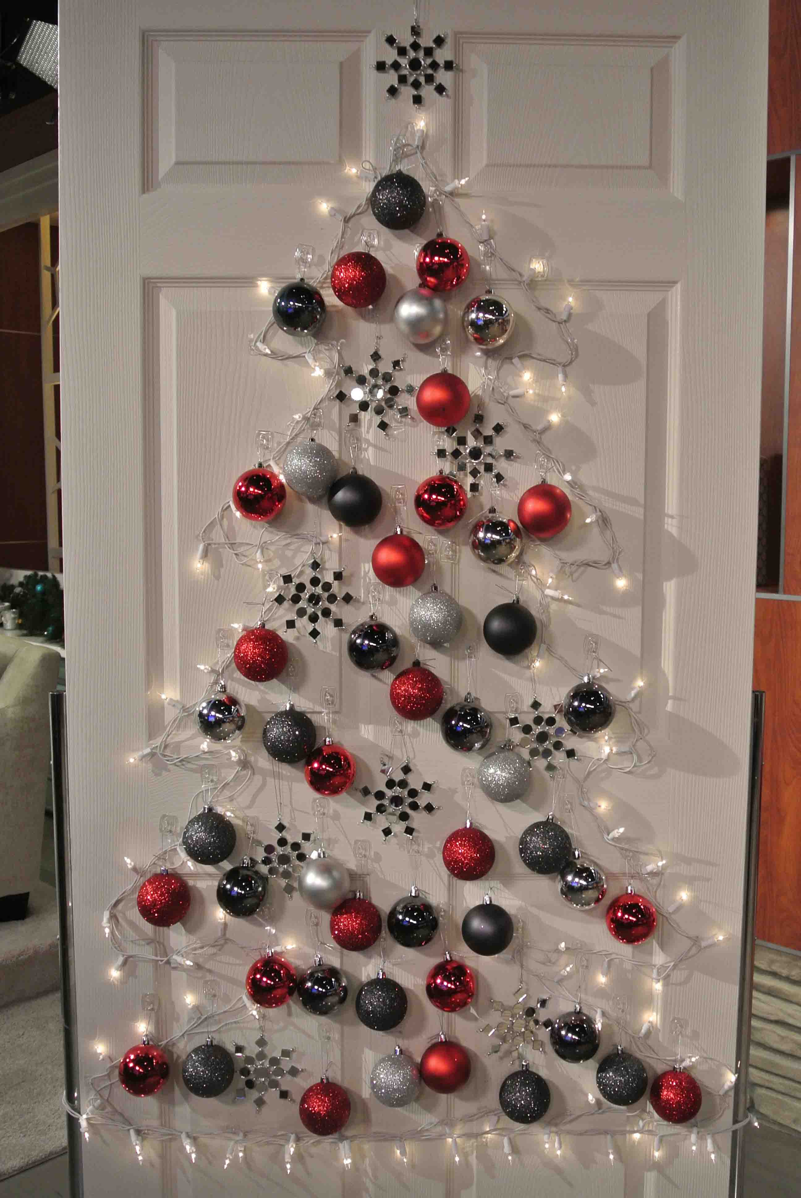 -Mesmerizing Door Creative Christmas Decor Ideas With Red White And Black Glossy Plastic Ball