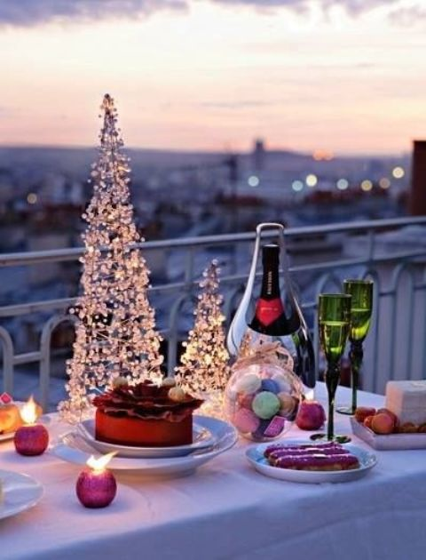 cool-christmas-balcony-decor-ideas-16