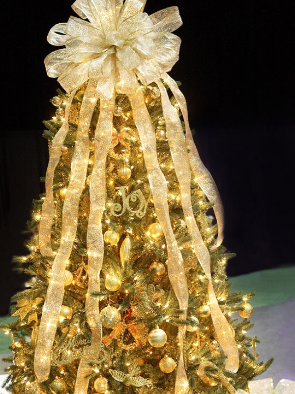 Glittering-golden-Christmas-Tree