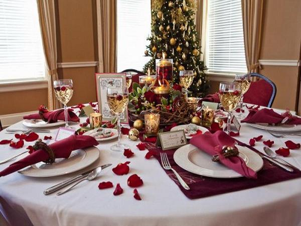20 Most Amazing Christmas Table Decorations: christmas decorations for the dinner table