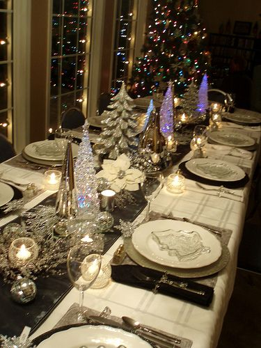 20 most amazing christmas table decorations - New year dinner table setting ...