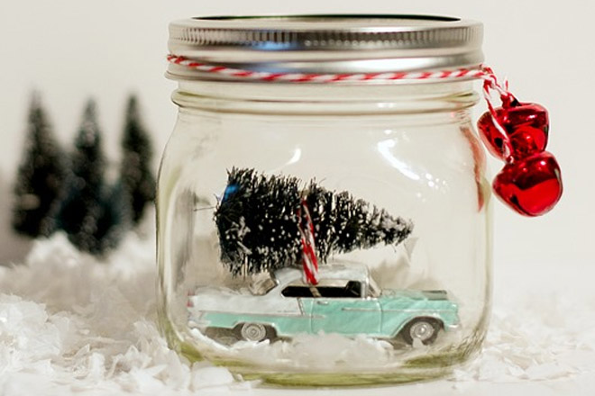 diy_mason_jar_crafts_ideas_christmas_snow_globe_car_in_jar