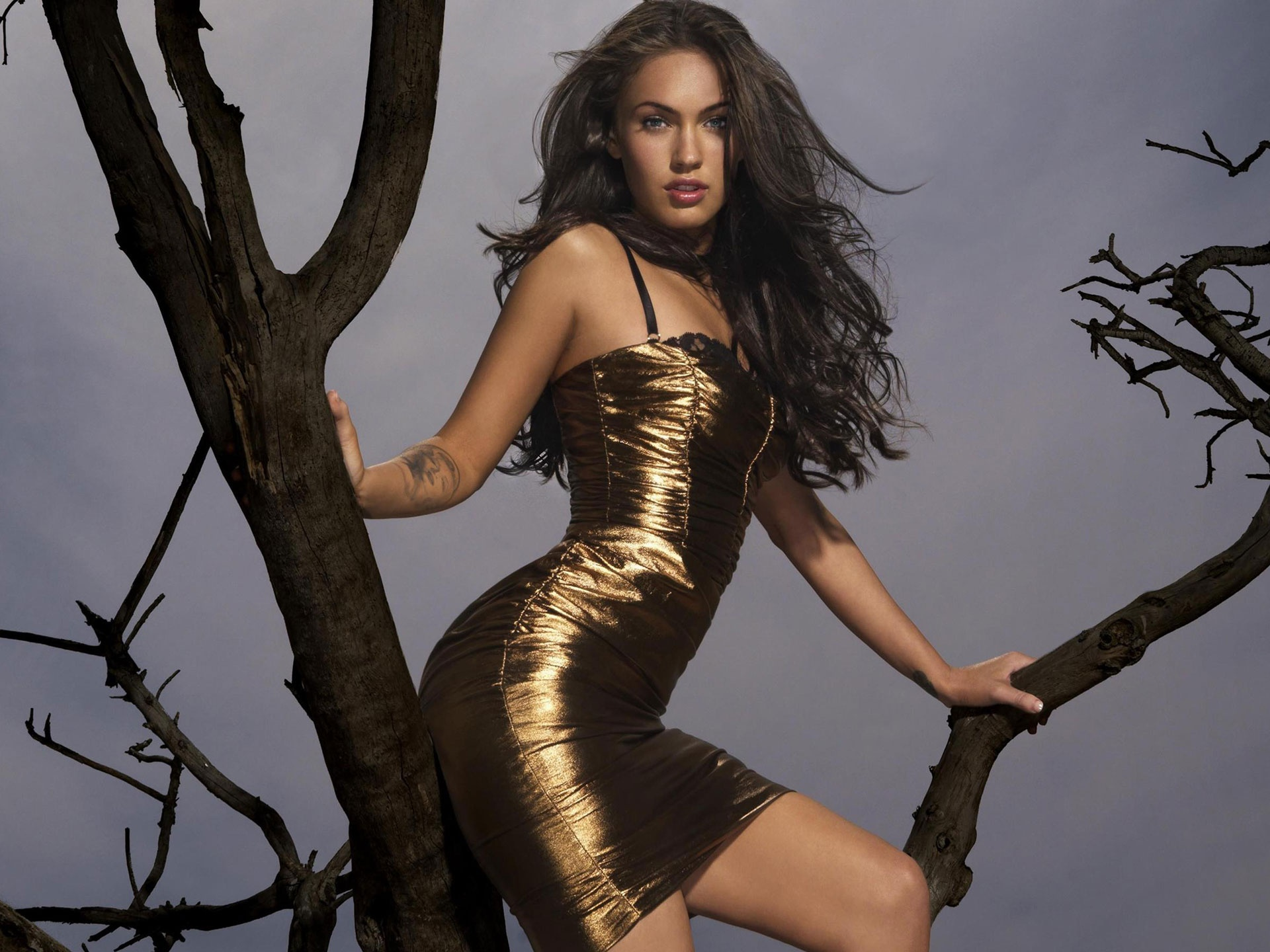 megan-fox-wearing-gold-dress-