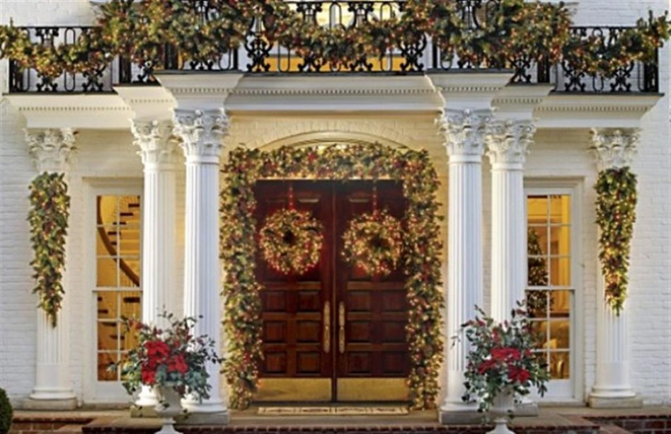 merry-decoration-flower-porch-exterior-christmas-outdoor-decorations-luxury-white-house-red-flower-wooden-door-minimalist-house-western-theme