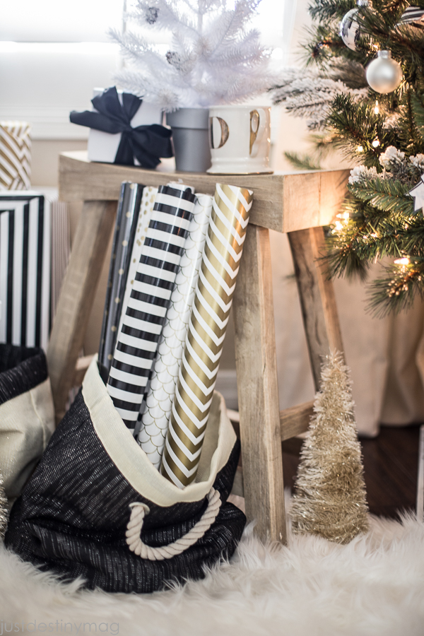 Easy-Handmade-Black-and-White-Christmas-Decor