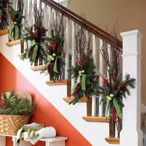 beautiful-christmas-stair-garland-ideas