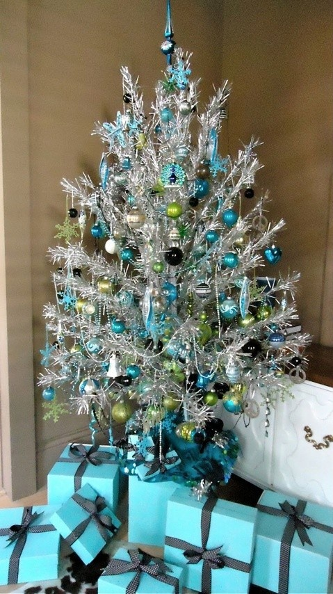 charming-silver-and-blue-christmas-decor-ideas-25.