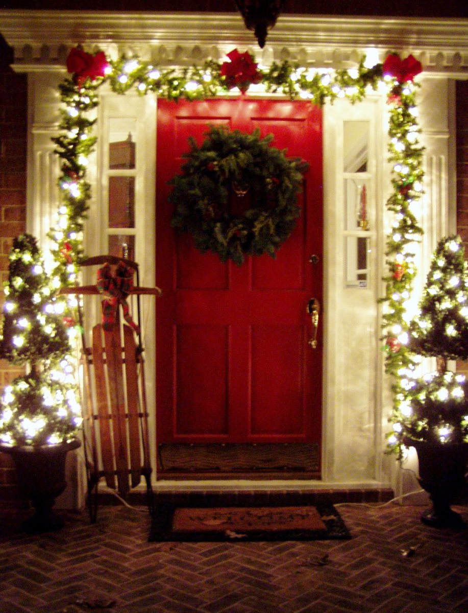 Beautiful outdoor christmas porch decoration ideas Pictures of houses decorated for christmas outside