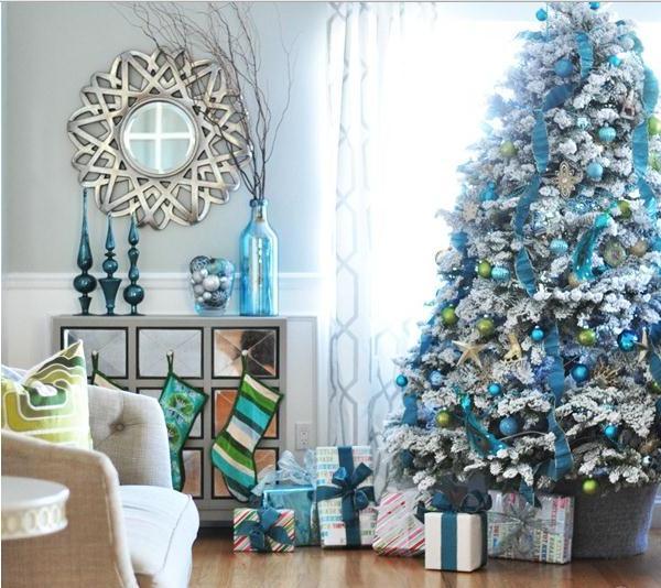 christmas-tree-decorations-blue