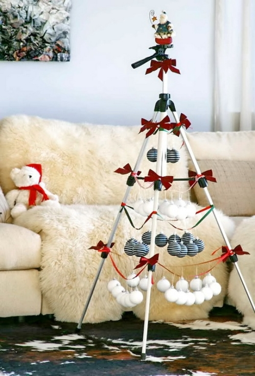 stylish-black-and-white-christmas-decor-1