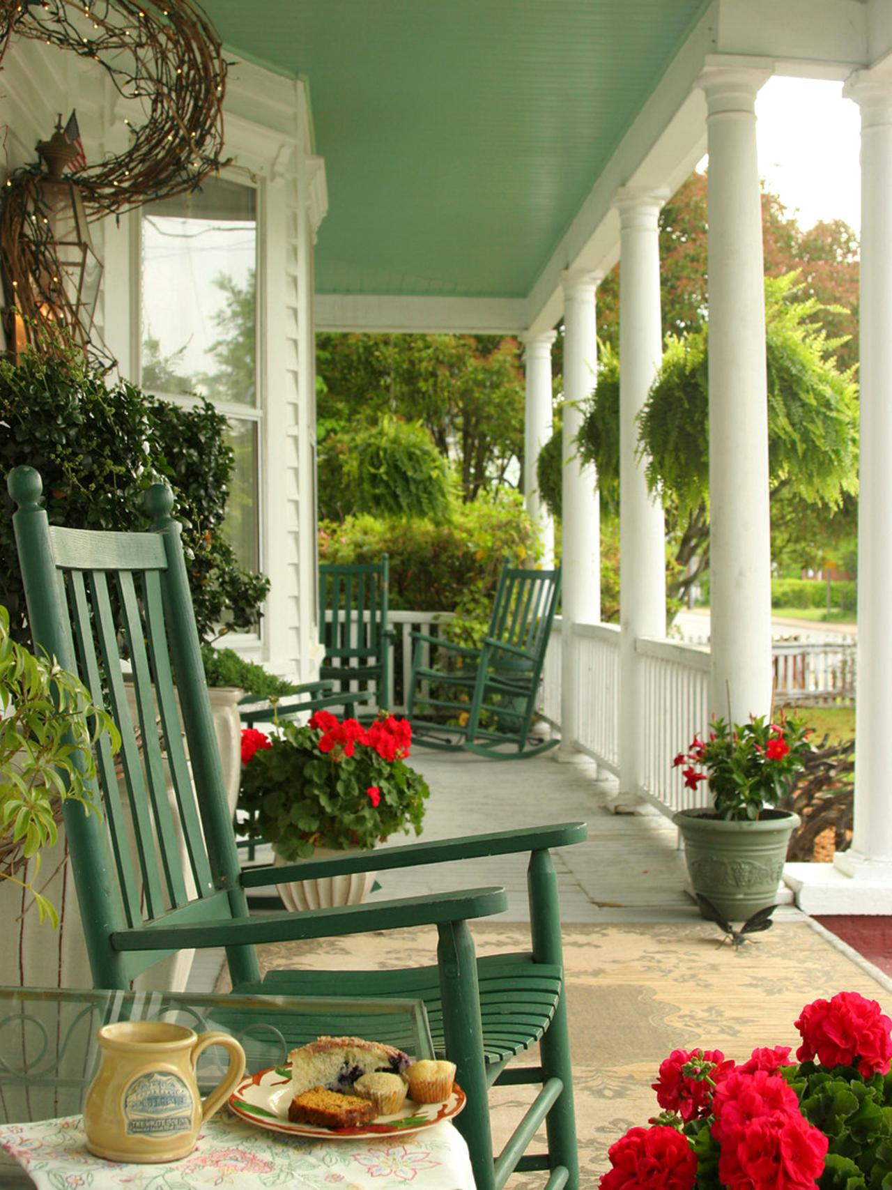 CANT GET BETTER THAN THESE COOL PORCH DECORATING IDEAS ... on Patio Decor Ideas id=47227