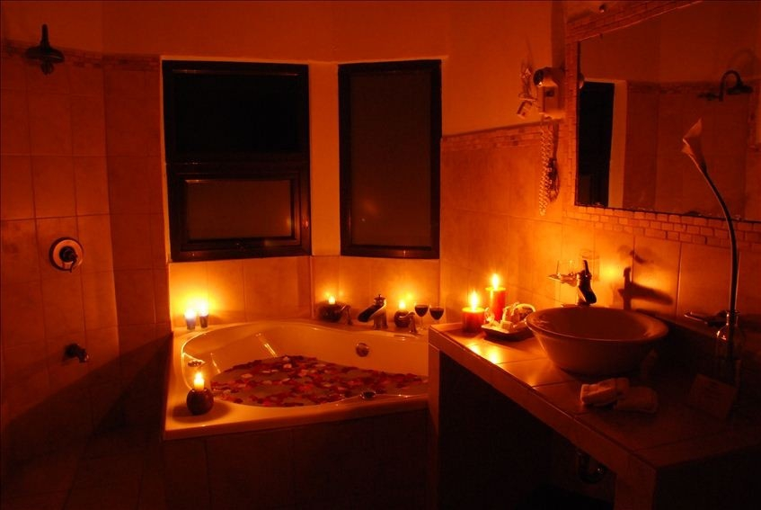 22 Cozy Valentine Bathroom Decoration Ideas