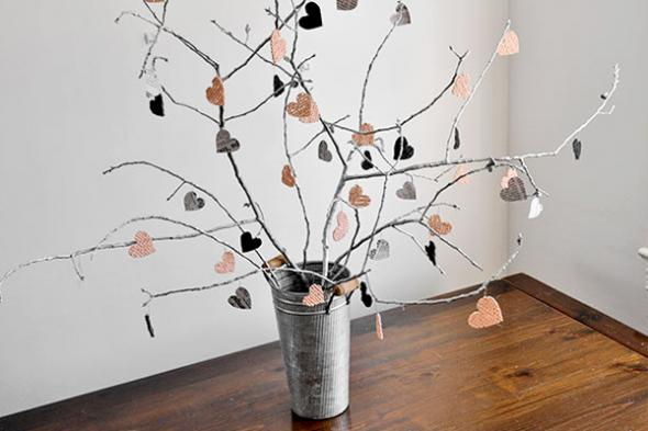 2013-01-28_milloux_diy-decorations-branches-repurposed-centerpiece-valentines-day