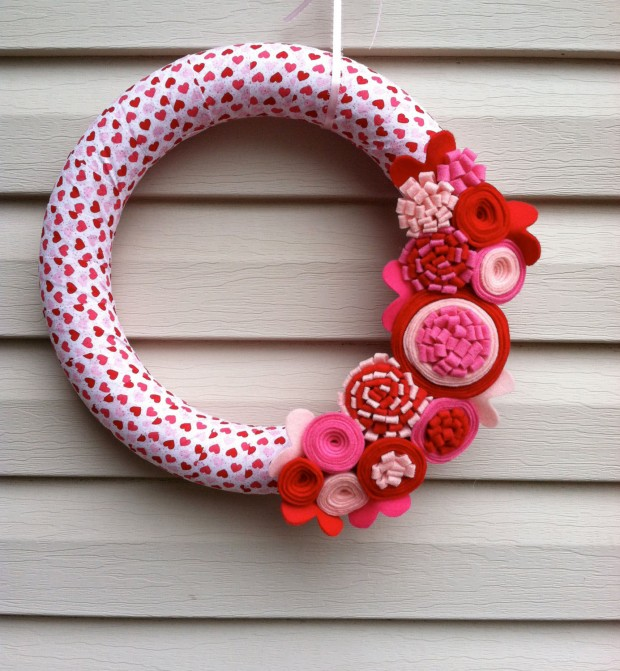 Outstandingly-Cute-Handmade-Valentines-Wreath-Designs-21-