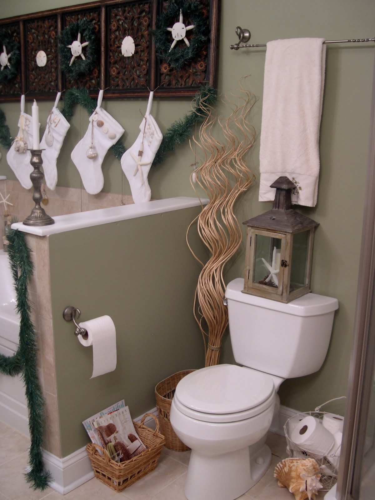 17 unique bathroom christmas decorations godfather for Decor 17