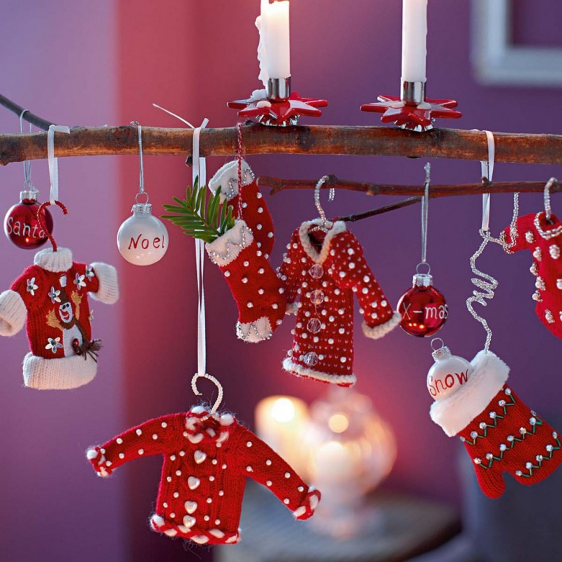 red-santa-custom-christmas-accessories_red-and-white-ball-christmas-ornamental_hanging-christmas-decoration_red-candle-holder-decoration_xmas-christmas-decoration_cute-christmas-decoration-ideas-