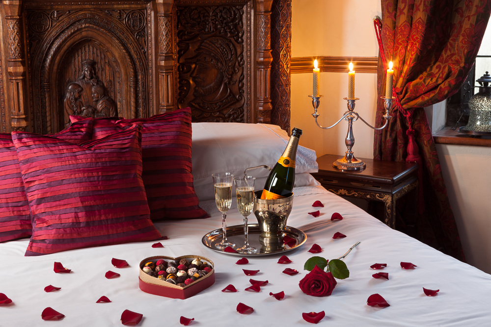 Warm romantic bedroom decoration ideas godfather - Romantic valentine room ideas ...