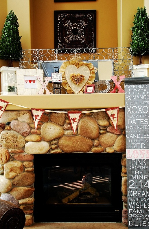 valentines-day-mantel-decor-ideas-28