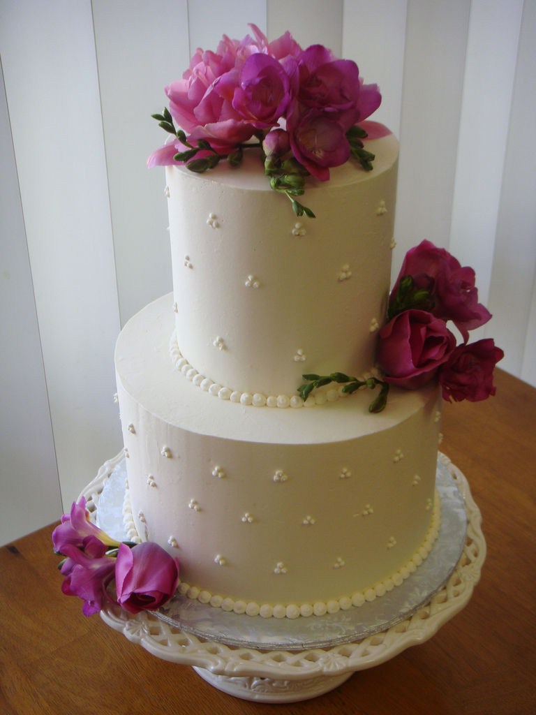 Beautiful-Small-Wedding-Cake.