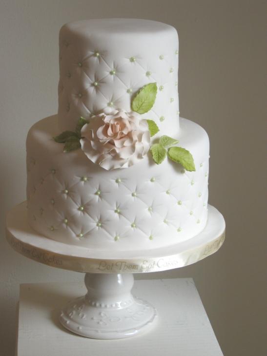 Cute-Small-Wedding-Cake.