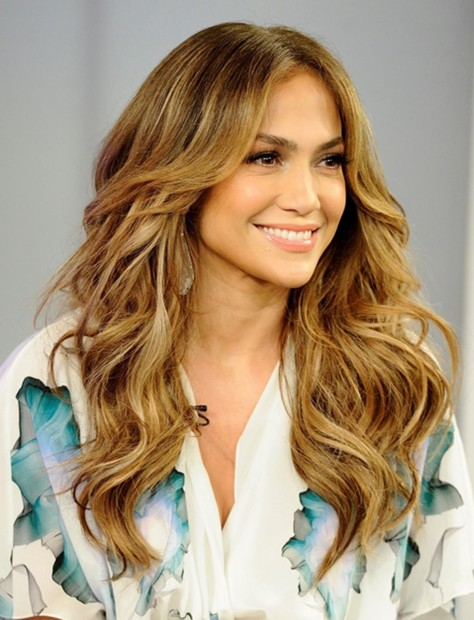 Jennifer-Lopez-Long-Hairstyles-Center-Parted-Wavy-Hair.