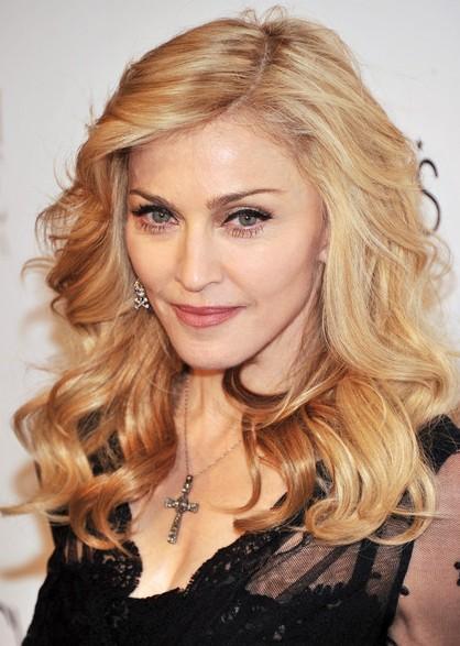 Madonna-Trendy-Medium-Wavy-Hair-Styles-2013