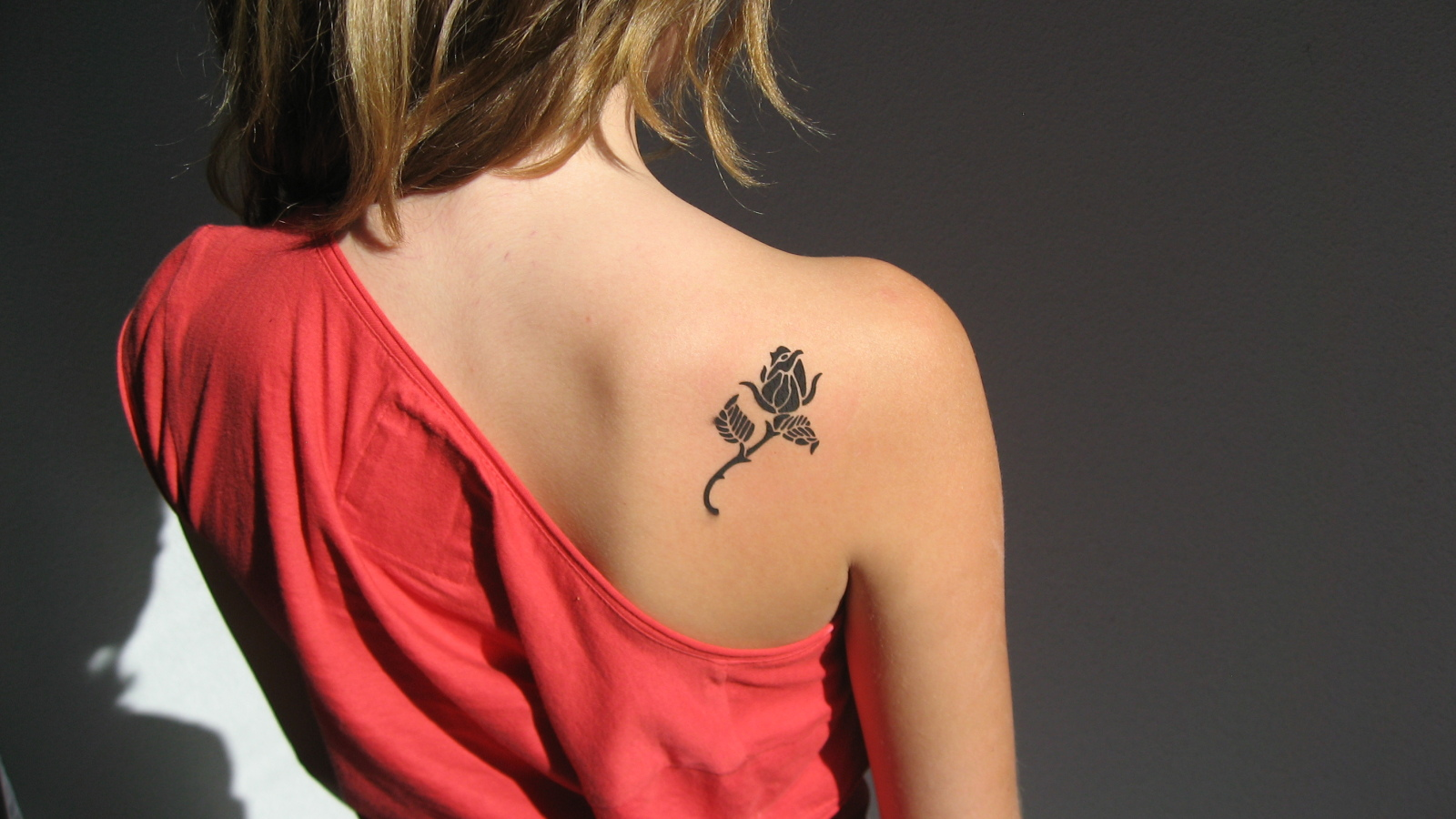 Rose-on-shoulder-blade.