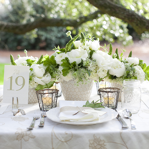 fresh-green-and-white-centerpiece-1