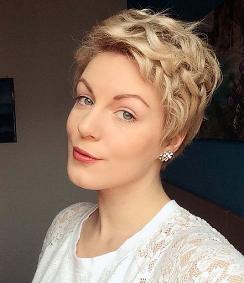 Blond-Curly-Pixie-Hairstyle.