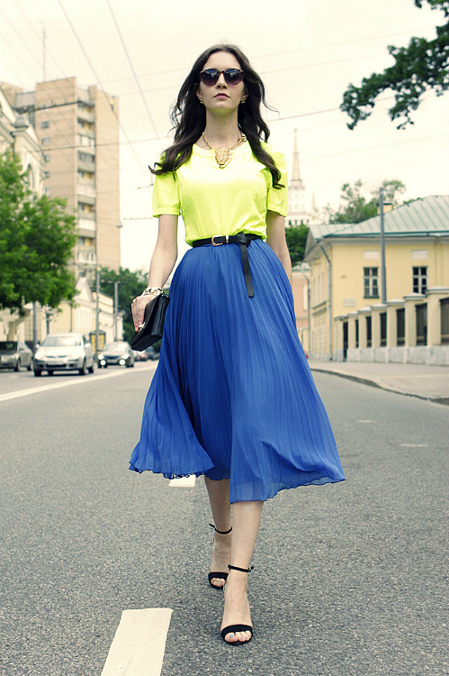 Fashion-Trend-Alert-Wearing-Pleated-Skirts.