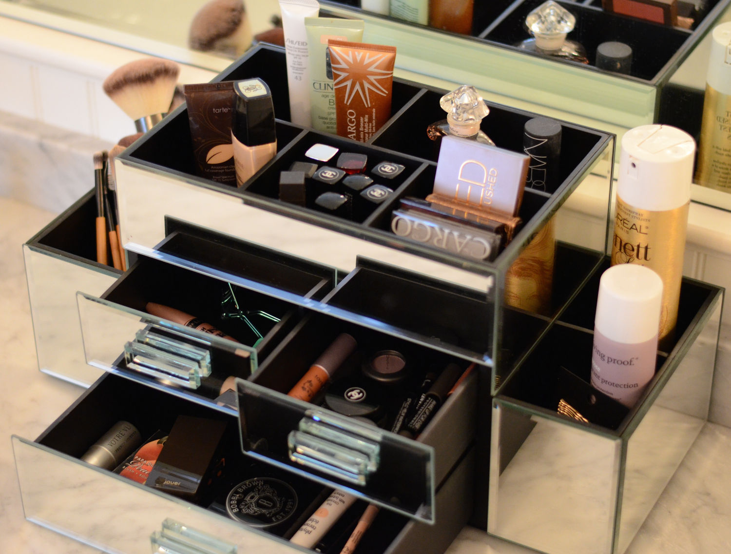 19 neat ways to organize your makeup and hair beauty for Beauty table organiser