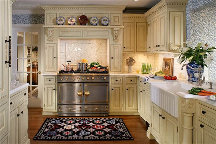 25 traditional kitchen designs for a royal look for Kitchen cupboard layout designs
