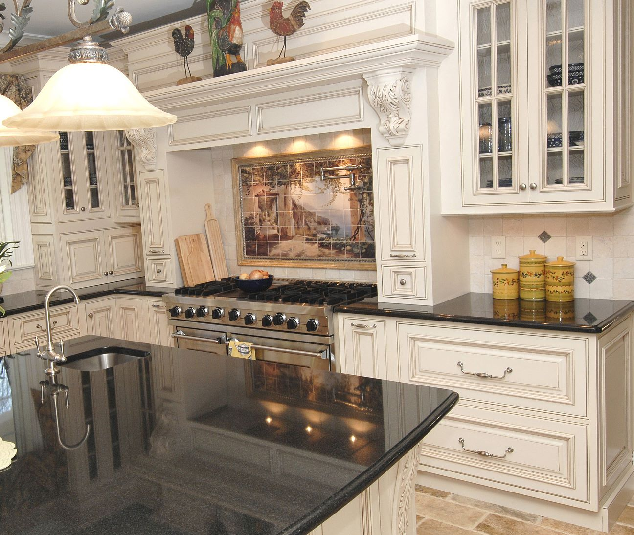 25 traditional kitchen designs for a royal look for Remodeling kitchen cabinets ideas