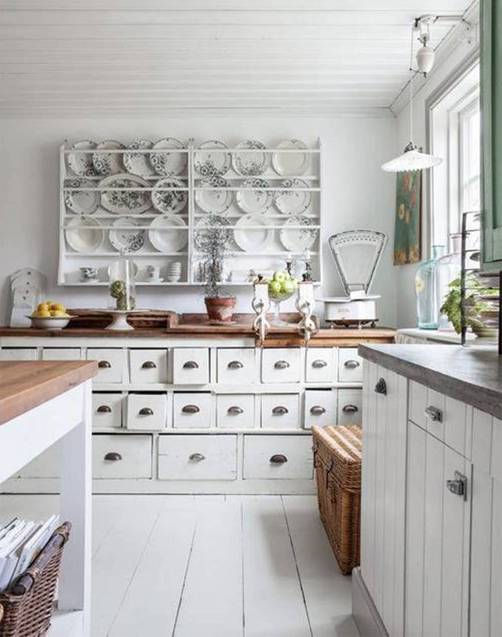 adorable-white-colour-scheme-for-shabby-chic-kitchen-ideas.