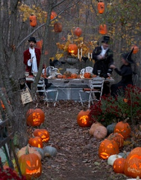 awesome-outdoor-halloween-party-ideas-26.