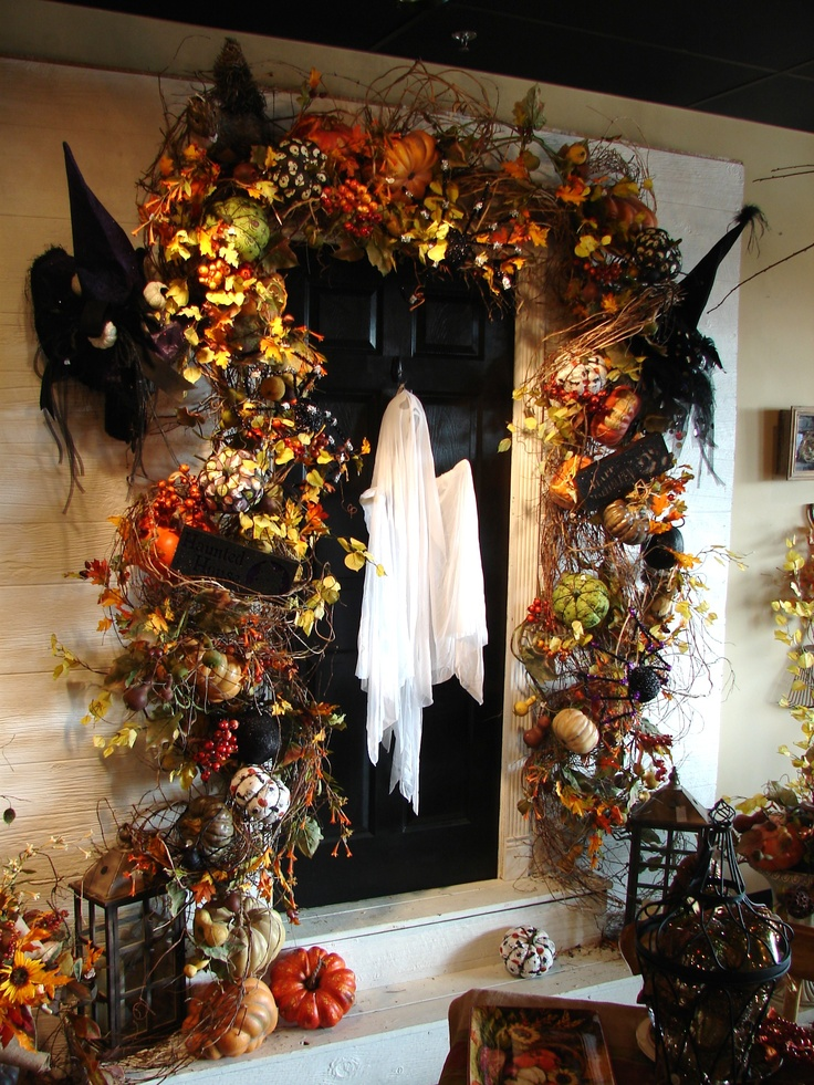 28 spooky front door halloween decoration inspirations for Front door decor