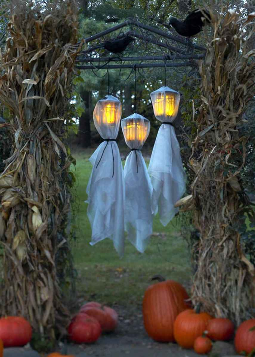 hanging-lanterns-covered-outdoor-halloween-decoration-ideas