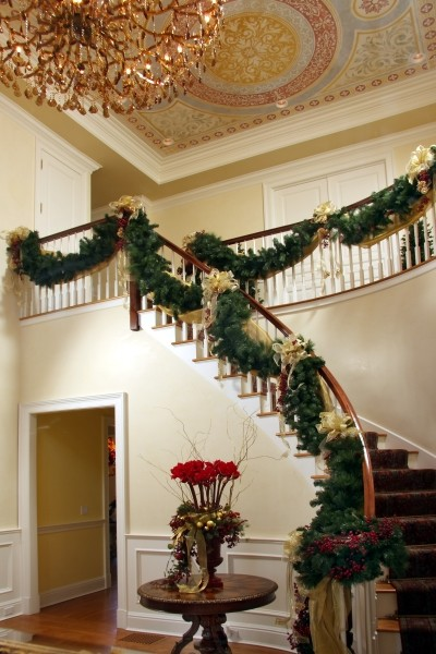 19 Stunning Christmas Staircase Decorations