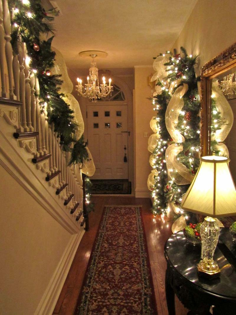 christmas-staircase-decorating-98