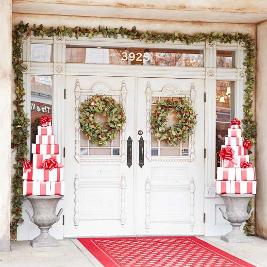 30 amazing front porch christmas decoration ideas for Decoration xmas ideas