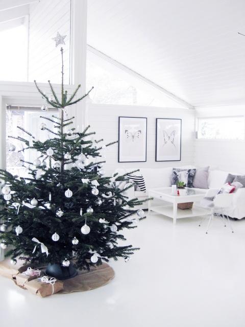 minimalist-and-modern-christmas-tree-decor-ideas-22