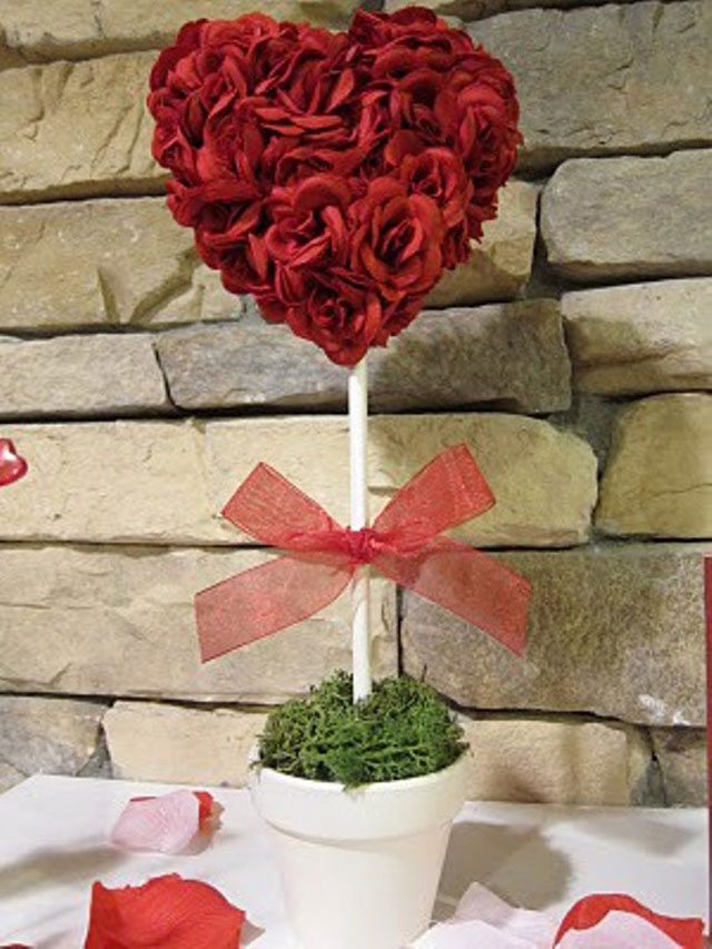 porch-decorating-ideas-with-glamorous-heart-valentine-decorations-on-white-pot