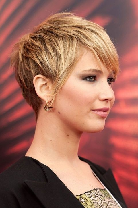 Cute-Short-Layered-Haircut-for-Thick-Hair-Side-View
