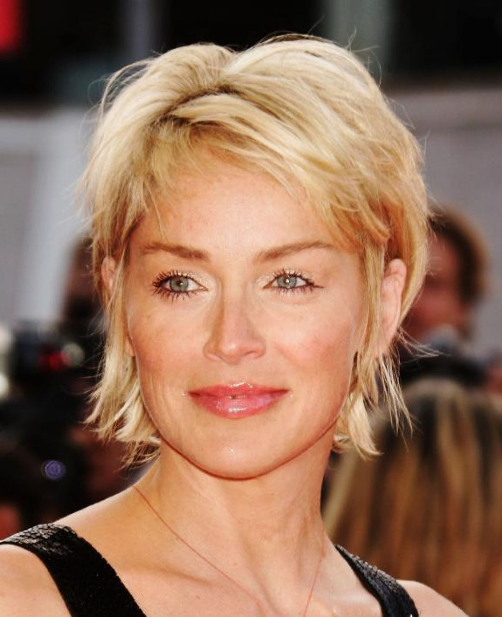 modern-hairstyles-for-women-over-50-12