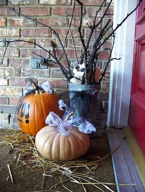 Simple-and-Easy-Outdoor-Halloween-Decoration-Ideas-with-Unique-Design-Shape-Pumpkins