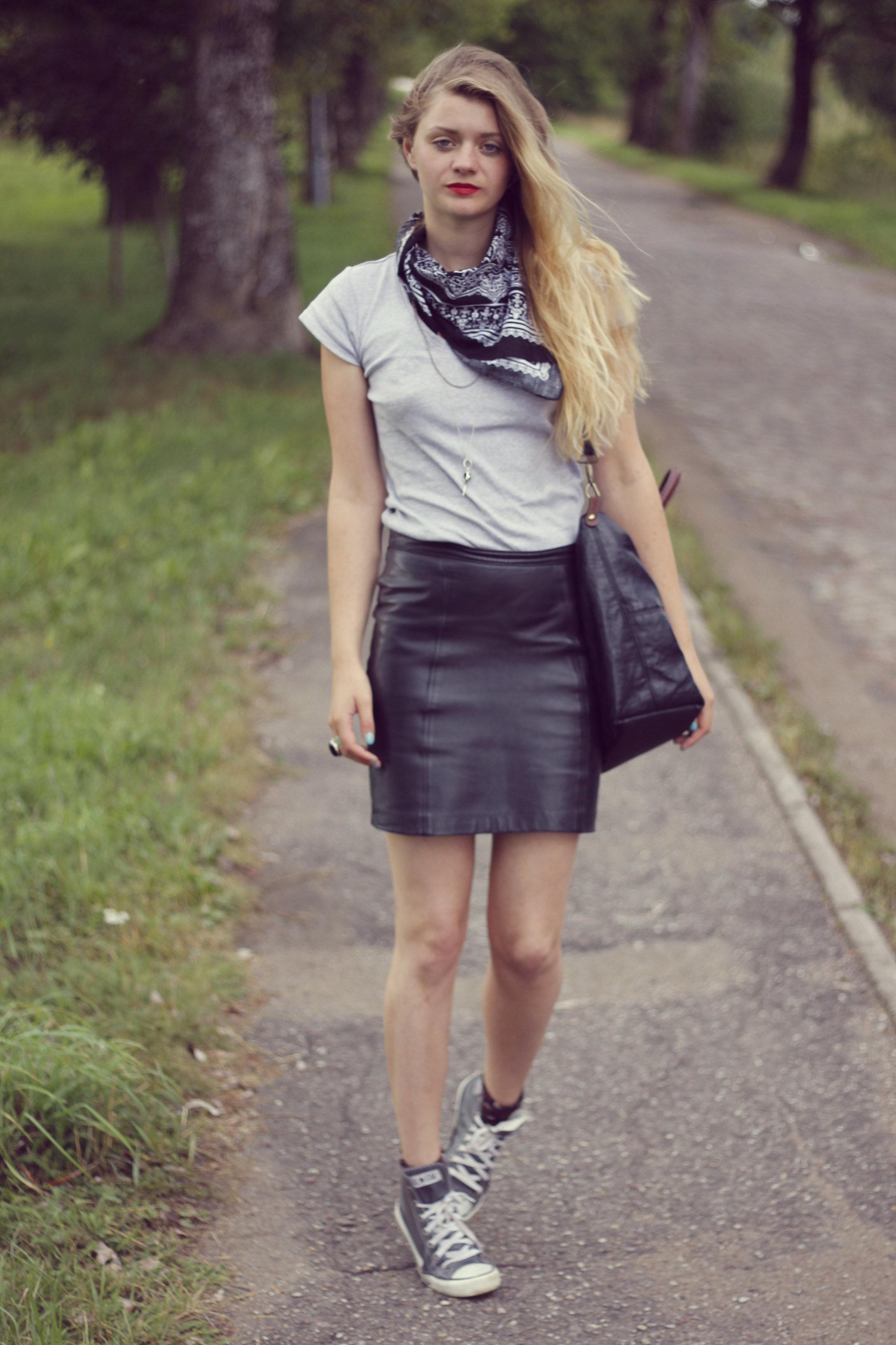 street-style-fashion-blog-leather-skirt.
