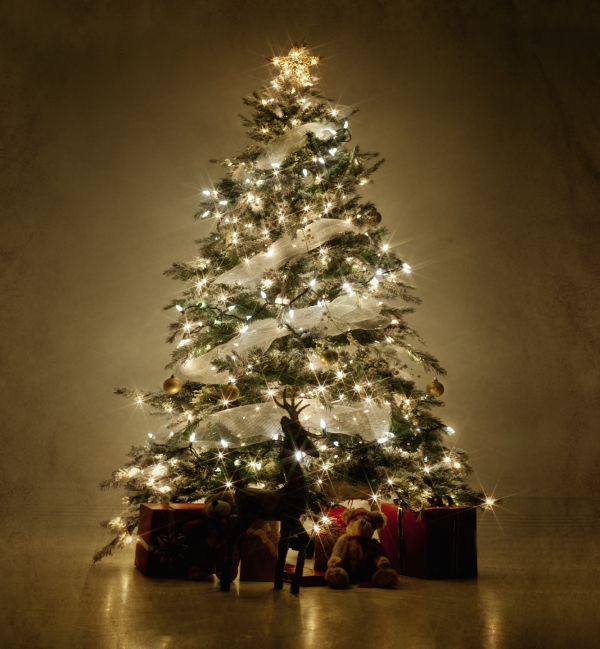 cool-deluxe-green-magic-Christmas-Tree-decoration-for-interior-living-rooms