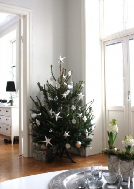 space-saving-christmas-trees-for-small-spaces-16.