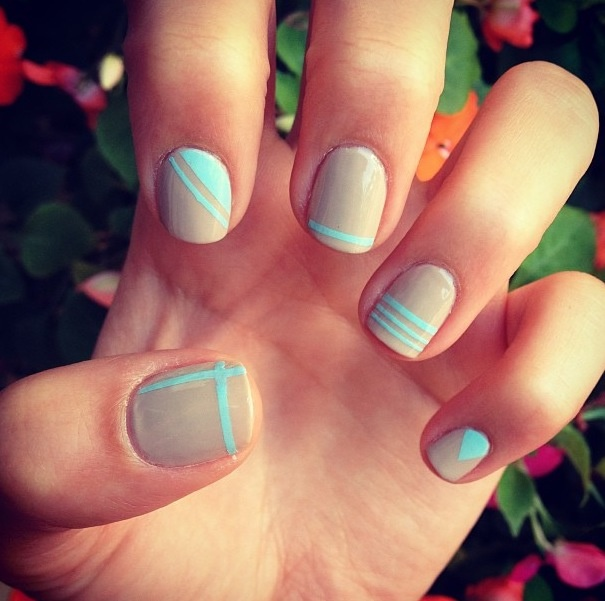 Nude-nail-art-ideas-turquoise-stripes.