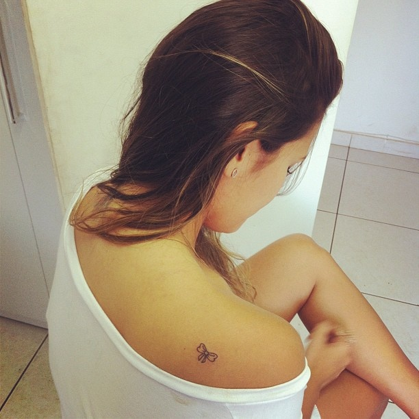 bow-tattoos-on-shoulder-simple.